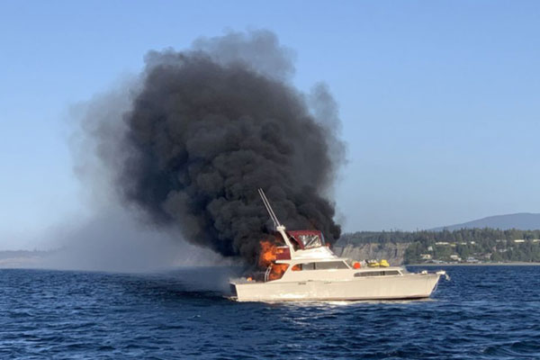 You are currently viewing Boat Fire in Marco Island